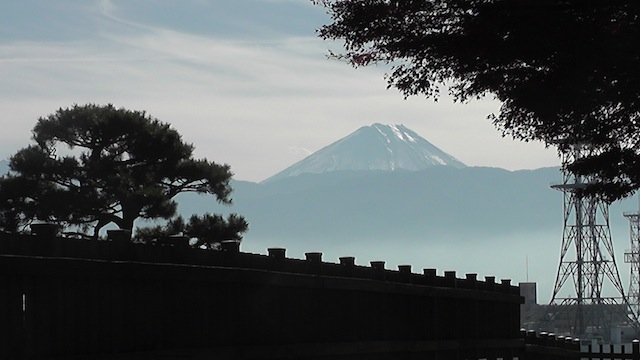 甲府城より富士を望む